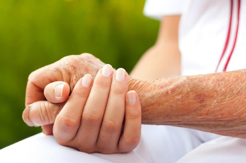 brain volume holding elderly hand