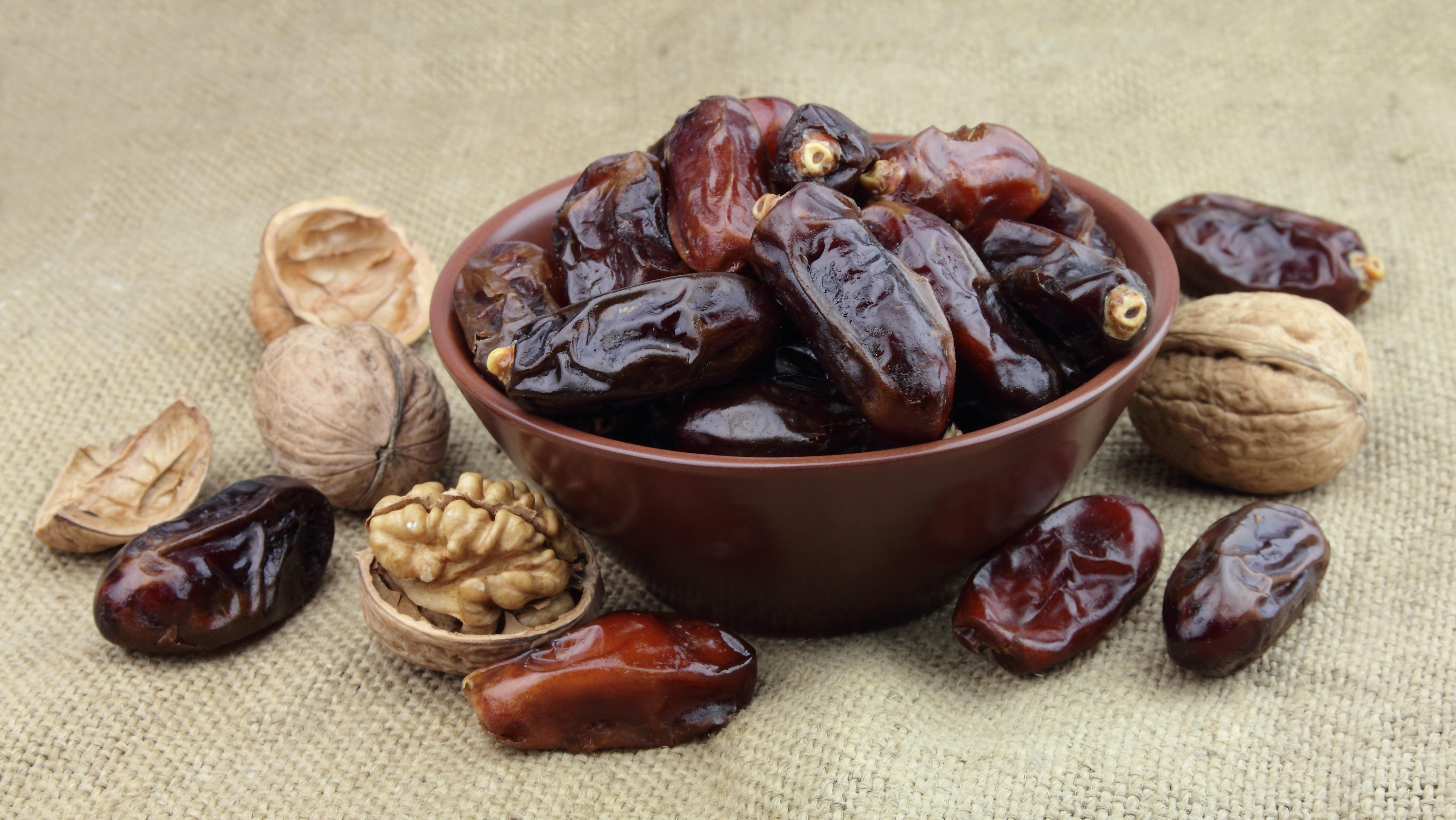 chronic insomnia dates and walnuts image