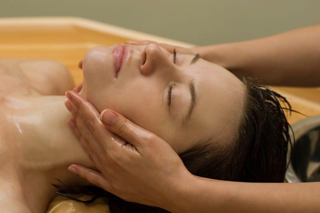 massage face woman
