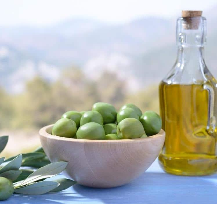 benefits of a mediterranean diet heart healh bowl of olives image