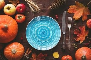 lifespa-image-thanksgiving-place-setting-blue-china